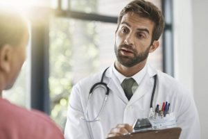 Las 5 especialidades médicas mejor pagadas en España